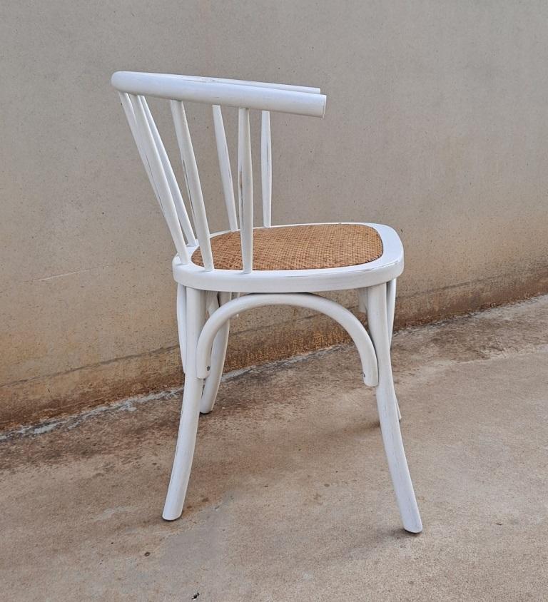 sillas de madera y rattan blancas